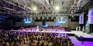 El escenario, con una pasarela de 24 metros de largo, se montó en el Recinto Ferial, que reunió a cerca de 1.500 personas para el evento.| SERGIO G. CAÑIZARES