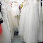 Las tiendas especializadas alquilan vestidos de novia.