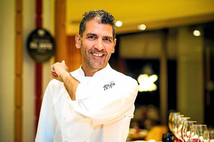 El chef Paco Roncero en el restaurante Estado Puro del Hard Rock Hotel de Platja d'en Bossa.