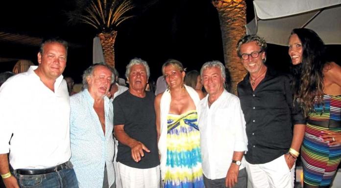 Enrico Barbieri, Mario Arlati, el protagonista de la noche, Ricardo Urgell, Allegra Gucci, Ángel Nieto, Leonardo Marcon y su novia en el privado de la fiesta en Destino. GABI VÁZQUEZ