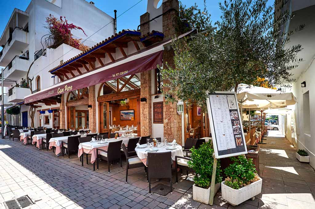 Exterior del Celler Can Pere, emblema de la gastronomía ibicenca.