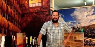 [:es]Javier Escandell, sumiller y propietario de Enotecum.[:]
