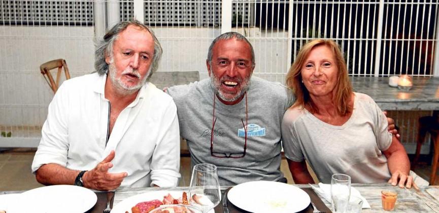 Mario Arlati con una pareja.