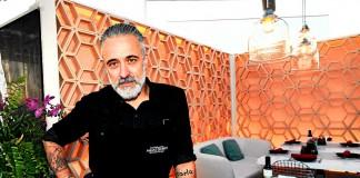[:es]Sergi Arola en un rincón de su restaurante franquicia Vi Cool en el Hotel Aguas de Ibiza.[:]