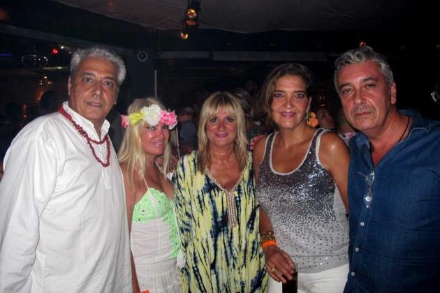 Anthony Blake, Cristina, Marta Díaz, María y amigo.