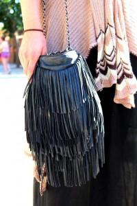 [:es]Aunque comenzaron a ponerse de moda en tonos tierra, el color negro se ha impuesto este verano FOTOS GABRIEL VÁZQUEZ[:]