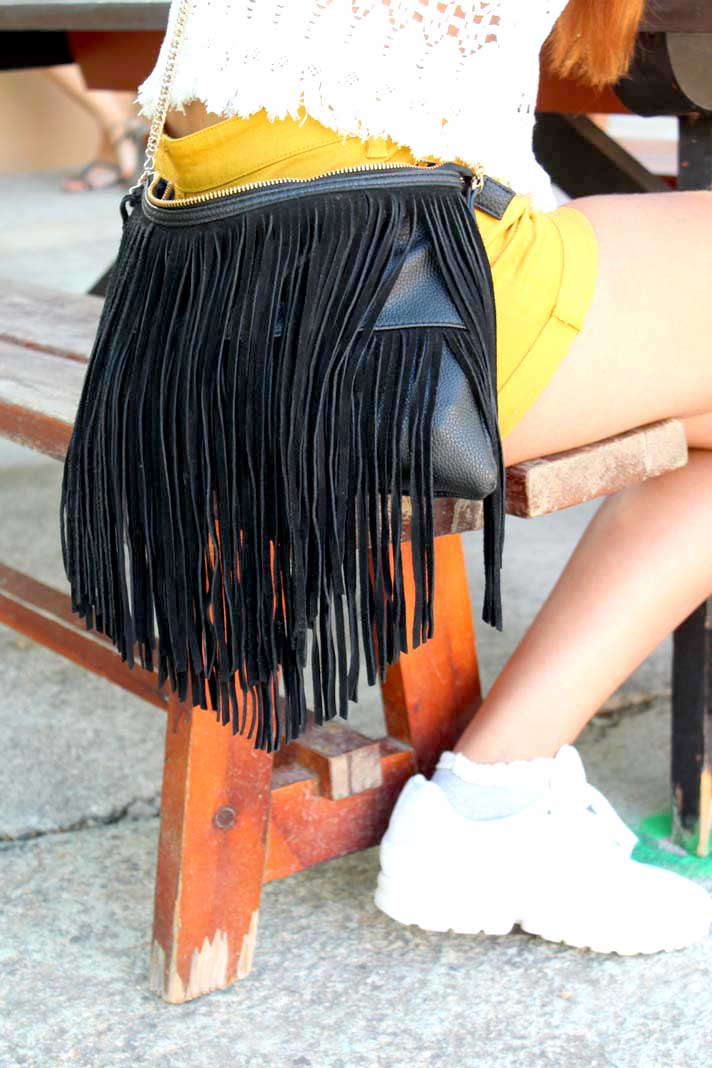 Aunque comenzaron a ponerse de moda en tonos tierra, el color negro se ha impuesto este verano FOTOS GABRIEL VÁZQUEZ