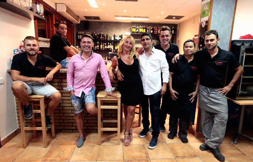 Equipo de profesionales de la pizzeria restaurante Can Tommy de Sant Jordi.