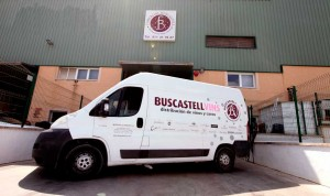 Exterior de la nave de almancenamiento y distribución de Buscastell Vins.