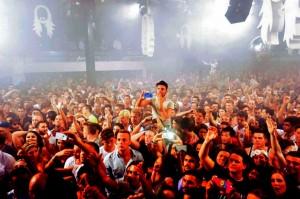 Gran parte del público que acude a los clubs está más interesado en hacer constar digitalmente su participación en un evento que en disfrutar al cien por cien de ello.