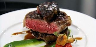 [:es]La propuesta culinaria de este steakhouse resulta impresionante.[:]