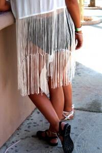OMNIPRESENTES.- Todas las prendas aceptan los flecos, desde las botas a las camisetas, faldas, bolsos, bikinis...