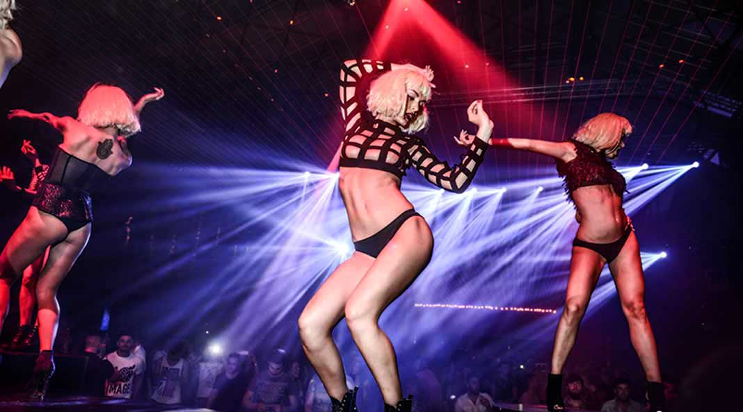 Club nocturno novia por correo mamada