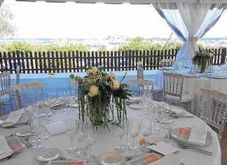Un escenario preparado para celebrar una boda en el hotel. ES TRULL DE CAN PALAU