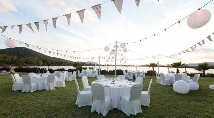 Un escenario preparado para la celebración de una boda en el Grand Palladium Palace Ibiza Resort & Spa, con el parque natural como testigo. FOTOS RUBÉN E. IBÁÑEZ