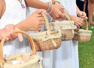Cestos de paja en una ceremonia celebrada en la isla.