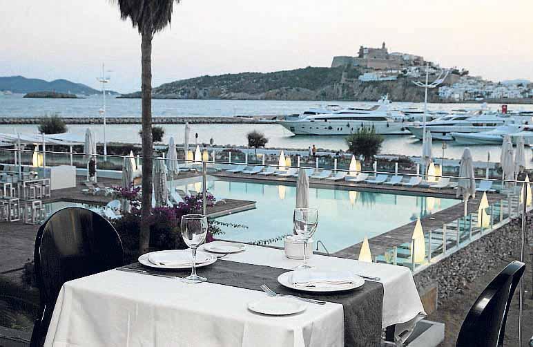 [:es]Ibiza Corso Hotel & Spa, un lujo en Marina Botafoch.[:]
