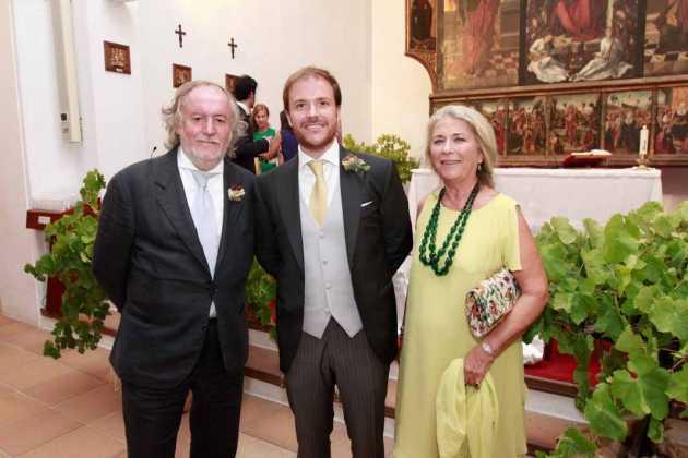 [:es]El pintor Mario Arlati con su hijo y su madre Daria.[:]