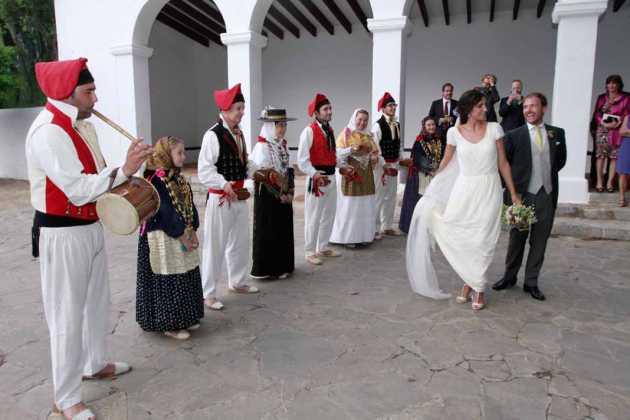 [:es]La 'Colla de Jesús' interpretó varios bailes nupciales.[:]