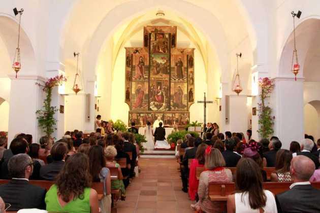 [:es]Las iglesias ibicencas se visten de gala casi cada fin de semana para celebrar efemérides religiosas.[:]
