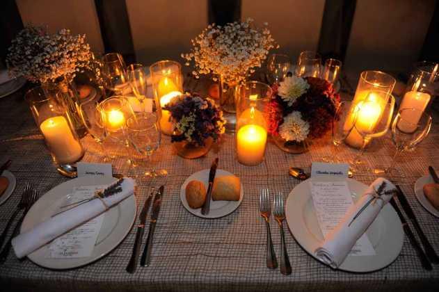 [:es]Detalle de la decoración de una de lasmesas de la cena.[:]