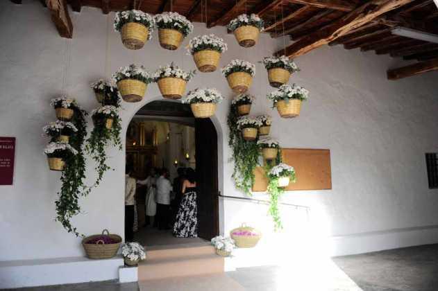 [:es]Espectacular interiorismo con cestos payeses y flores.[:]