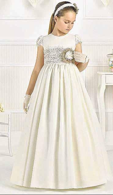 [:es]Elegantes vestidos de Comunión.[:]