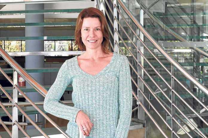 [:es]Kristiina Pylkäs posa en la sede del Diario de Ibiza. RUBÉN E. IBAÑEZ[:]