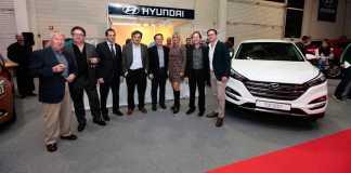 Autoridades y empresarios del motor en la presentación del novedoso Tucson. RUBÉN E. IBÁÑEZ