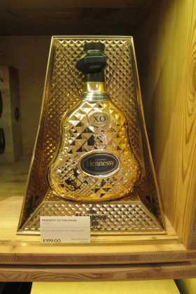 Lujosa botella de coñac Hennessy. JUAN SUAREZ Y J.V.B.
