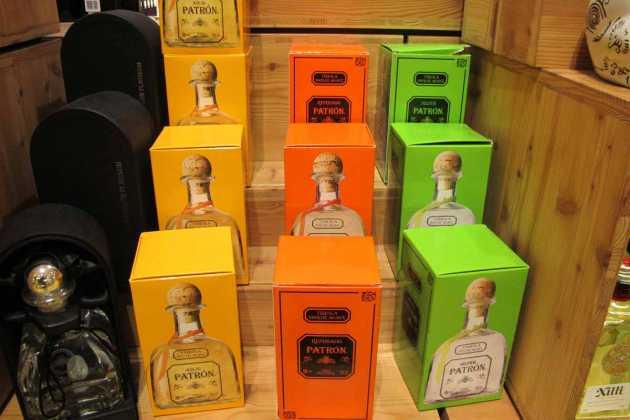 Diferentes envases y colores del popular tequila Patrón. JUAN SUAREZ Y J.V.B.