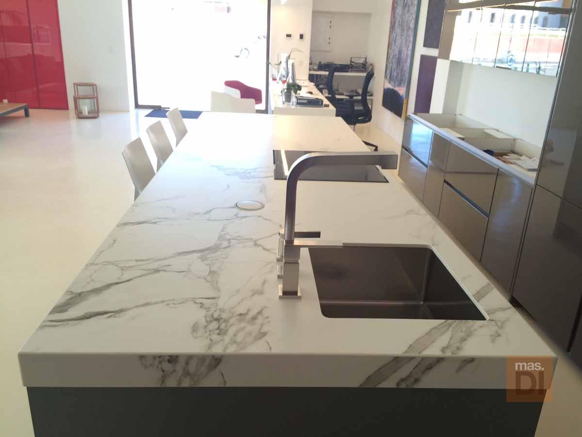 Nuevos materiales para encimeras de cocina cocina pintada encimera de mrmol with nuevos - Materiales de encimeras de cocina ...