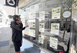 Un cliente se interesa por las propiedades de una inmobiliaria. R.E.I.