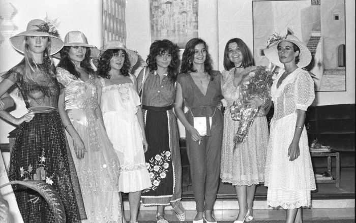 Juanita Díaz y modelos en la primera edición de la pasarela.