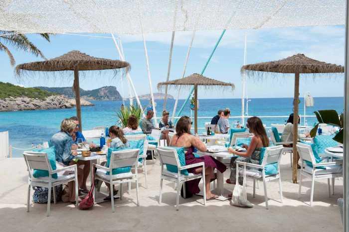 Excelente ambiente y buenas vistas en Atzaró Beach.