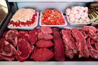 El expositor de las exquisitas carnes y verduras. RUBÉN E. IBÁÑEZ