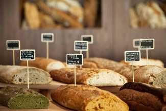 Una veintena de panes diferentes a disposición del comensal.