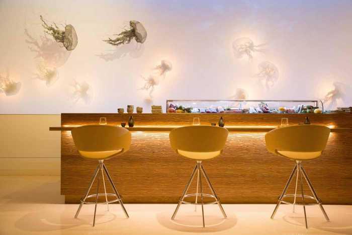 La barra con las medusas artísticas de Katrin Kirk.