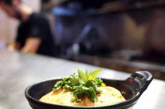 Una tapa de 'calamar japo' del chef Diego Gallegos.