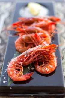 Manjares del mar y de la tierra en un contexto festivo, divertido y 'sexy' para disfrutar durante todo el verano ibicenco.