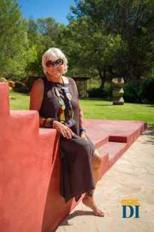 La empresaria y emprendedora en una terraza de 'Casa Rosa'. SERGIO G. CAÑIZARES