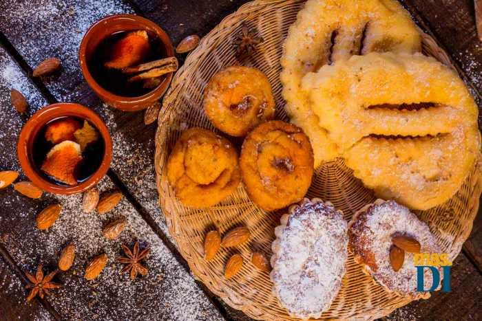 'Orelletes' y magdalenas de almendras, los dulces más típicos. AISHA BONET