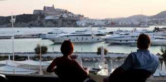 Ibiza Corso hotel. Tomar una copa y cenar con una panorámica perfecta.