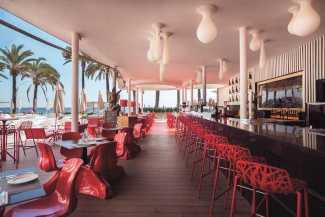 The Oyster & Caviar Bar. Una experiencia sublime a unos pasos del Mediterráneo.