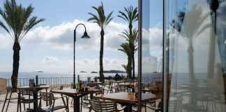 Una agradable terraza con vistas al Mediterráneo. SERGIO G. CAÑIZARES