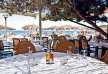 Restaurante Tropicana Cala Jondal. Sentarse a la mesa en Tropicana, todo un placer para residentes y turistas.