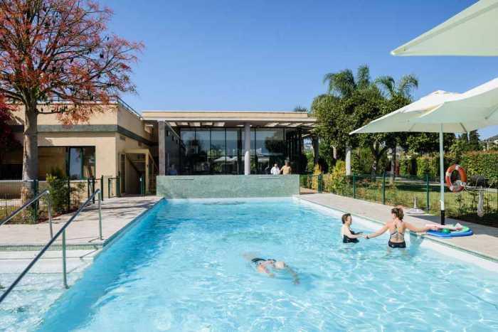 Sa Residència. Equilibrio y más seguridad con  las terapias acuáticas para mayores | másDI - Magazine