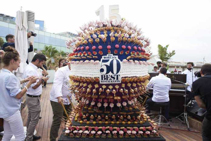 The world's 50 best restaurants. La enorme tarta elaborada por el pastelero Christian Escribà.