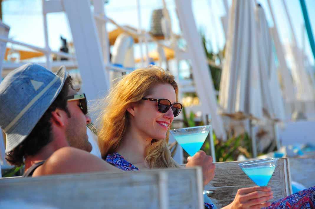 Atzaro Beach restaurante.Cócteles innovadores en un entorno privilegiado.