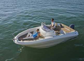 La carena en forma de V del 5.5 es muy segura en el mar.